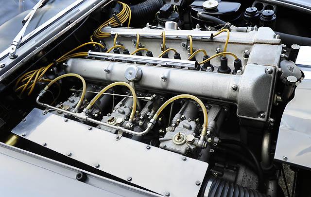 Konsep Retro Unik: Aston Martin Bertone Jet Coupe 1961