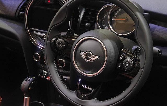 New MINI Cabrio Resmi Dirilis di GIIAS 2016