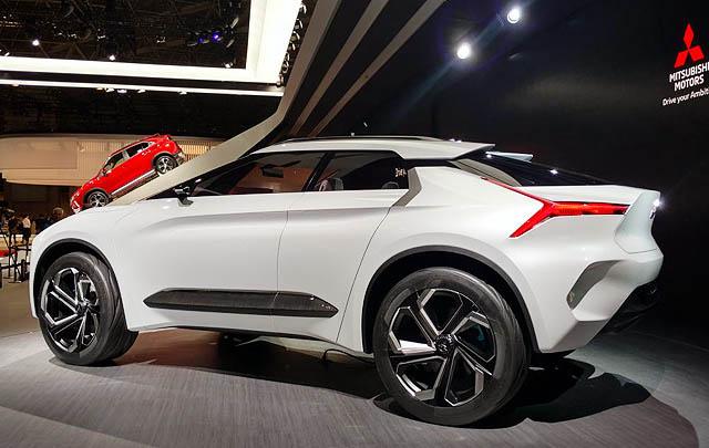 Mitsubishi e-Evolution Concept Resmi Debut di Tokyo Motor Show 2017