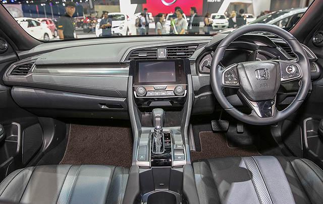 Honda Civic Hatchback Turbo Terbaru Resmi Meluncur di Tanah Air