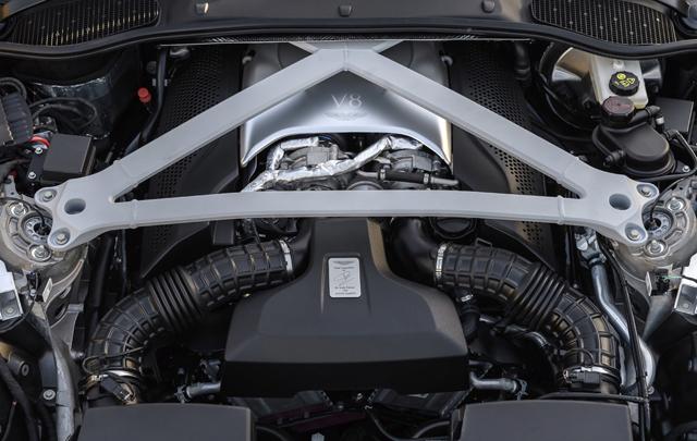 Aston Martin DB11 V8 Raih Penghargaan Dari 'What Car?'