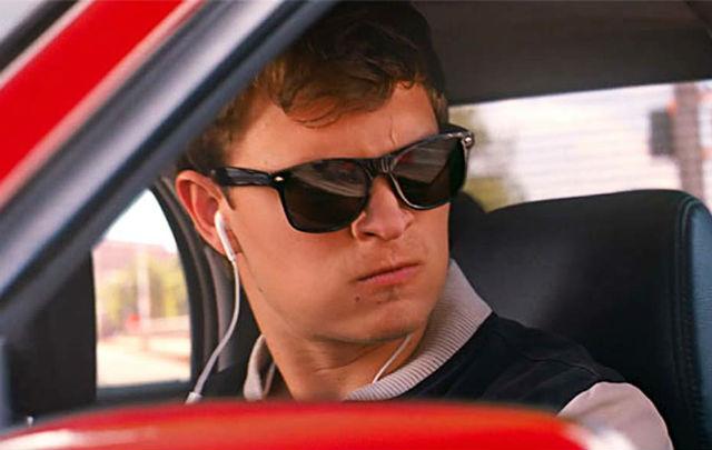 Resmi Dilarang: Berkendara sambil Merokok & Dengar Lagu