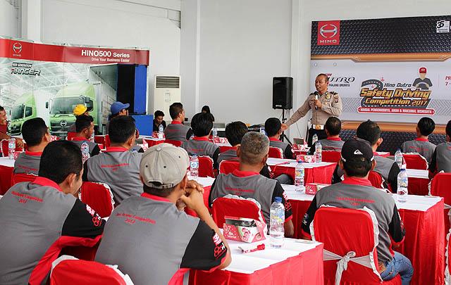 Hino Dutro Safety Driving Competition 2017 Sambangi Kota Padang