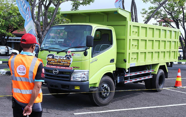 HMSI Gelar Hino Dutro Safety Driving Competition 2018