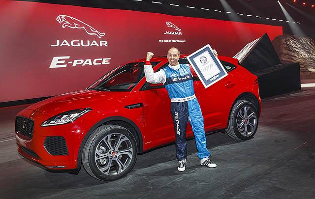 Jaguar E-Pace Pecahkan Rekor Dunia Aksi 'Barrel Roll'