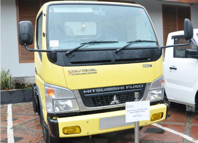 Dukung Pembinaan dan Pengembangan SMK, Mitsubishi Fuso Donasikan Colt Diesel