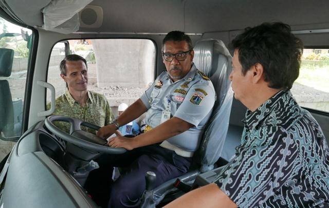 UD Trucks Indonesia Berikan Apresiasi Kepada Supir Truk