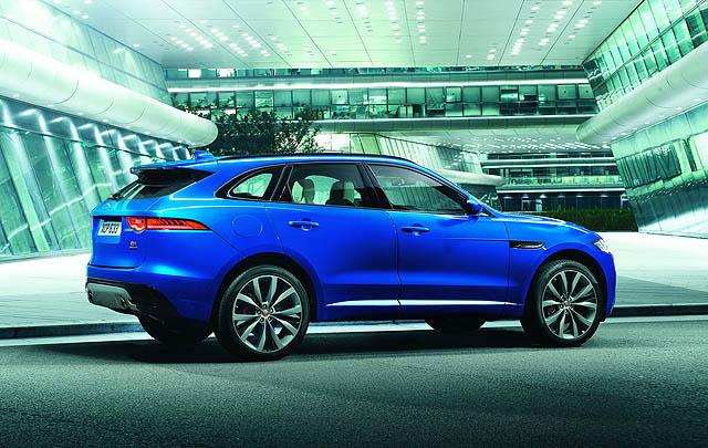 Jaguar F-Pace Sabet Gelar 'World Car of the Year 2017'