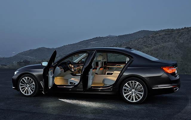 New BMW Seri 7 & Seri 5 Jadi Mobil Resmi 'Leaders' Summit IORA 2017'