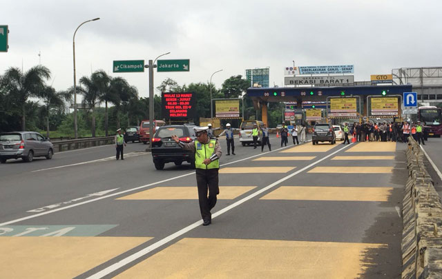 Hari Pertama Ganjil-Genap Jalan Tol Jakarta-Cikampek, Kondisi Lalin Terpantau Lancar