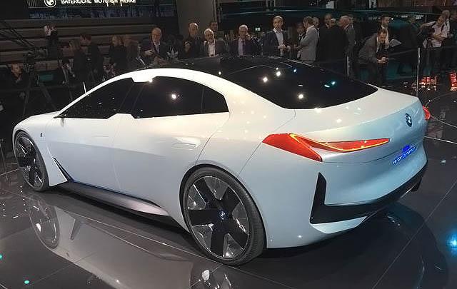 BMW i Vision Dynamics Debut di Frankfurt Motor Show 2017