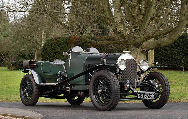 Barisan Mobil Klasik Inggris Raih Hasil Tertinggi di Lelang Bonhams