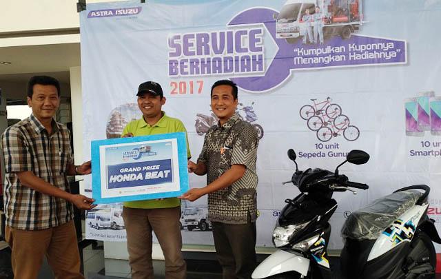 Isuzu Pramuka Serahkan Hadiah 'Undian Servis Berhadiah 2017'