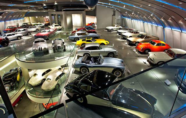 Hellenic Motor: Museum Mobil Klasik di 'Kota Para Dewa'