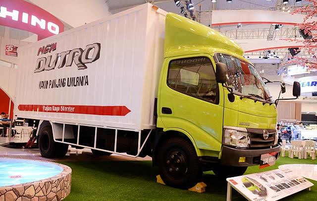 Perkenalkan New Dutro, Hino Resmikan Showroom di Sampit