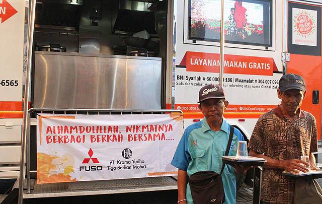 Lewat 'Humanity Food Truck', KTB Fuso Bagikan 1.000 Porsi Makan Gratis Ramadhan