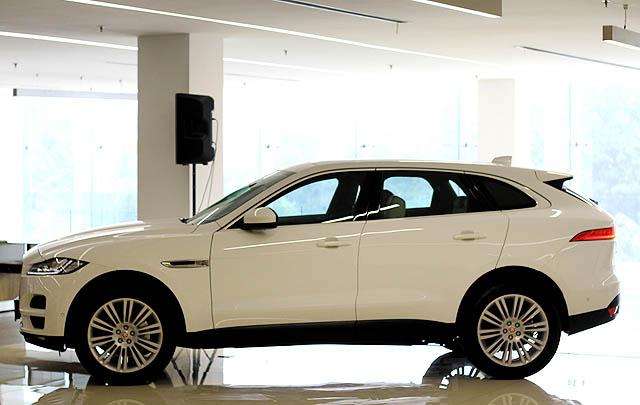 Lebih Efisien, Jaguar F-Pace 2.0-Liter Turbo Resmi Diluncurkan