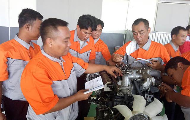 KTB Fuso Beri Pelatihan Otomotif Bersertifikat untuk Guru SMK
