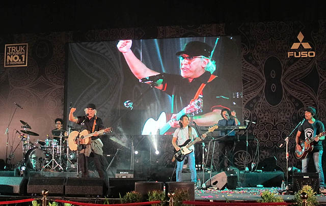 Meriah, Perayaan Rekor 'Satu Juta Colt Diesel' di Surabaya