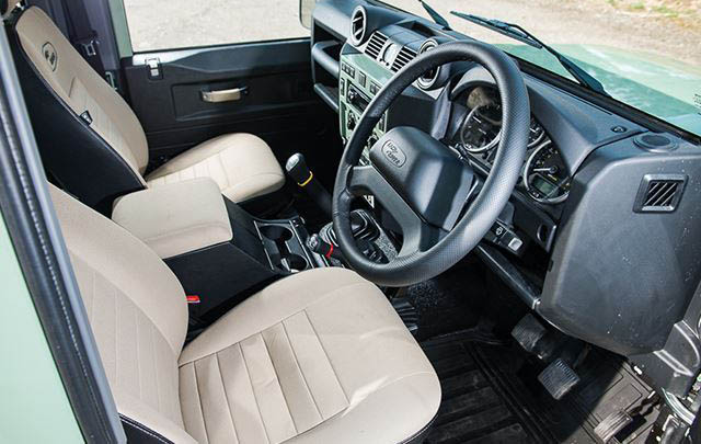 Land Rover Defender Edisi Heritage Eks 'Mr Bean' Siap Dilelang