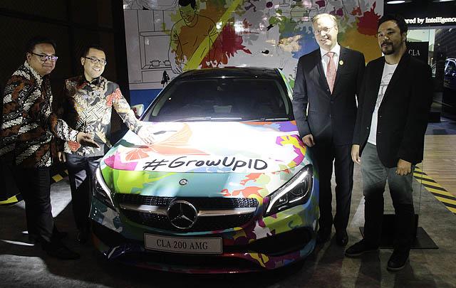 """Mercedes-Benz Menangkan """"Best Booth for Cars 1.000-1.500 m2"""" di IIMS 2017"""