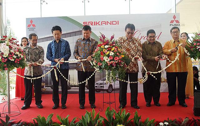 Mitsubishi Perkuat Jaringan Penjualan Kendaraan Niaga Ringan di Tangerang