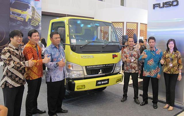 Mitsubishi Fuso Perkenalkan 'Colt Diesel Terpanjang di Dunia' di GIIAS 2017 Surabaya