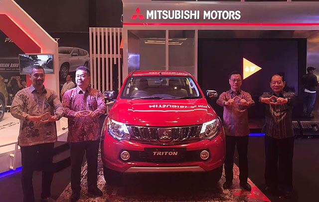 Mitsubishi Luncurkan Dua Mobil Anyar di Pameran Otomotif Medan 2017
