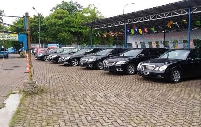 Barisan Mobil Eks Rombongan Raja Salman Dijual Murah