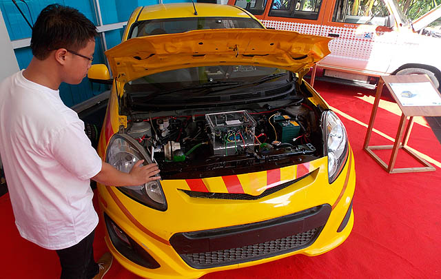 Tim Molina UI Luncurkan Mobil & Bus Listrik