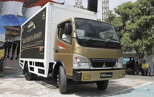 Mitsubishi Fuso & Iwan Fals Angkat Budaya Baduy Banten di 'Panggung Kita'