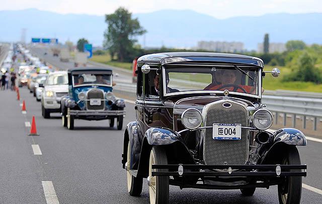 Parade 1.527 Mobil Ford Pecahkan Rekor Dunia