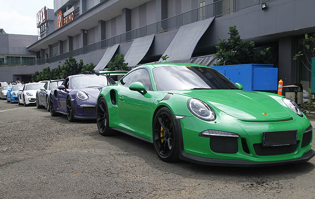Barisan Porsche Klasik Padati 'Porsche Family Day'