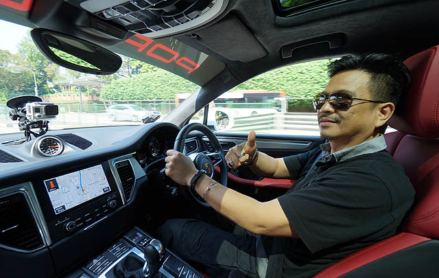 Menjajal Porsche Macan Turbo with Performance Package di Singapura
