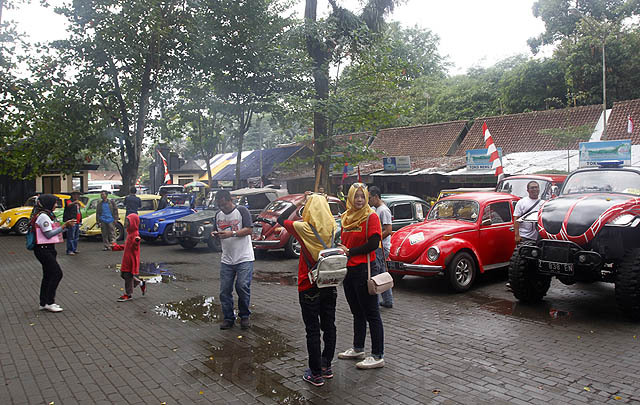 Meriah, Para Peserta Jamnas Volkswagen Indonesia Ikuti 'Rolling Thunder'