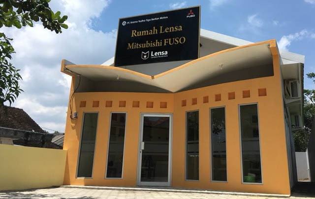 Rumah Lensa Mitsubishi FUSO Wujud dari Truk Sejuta Mimpi