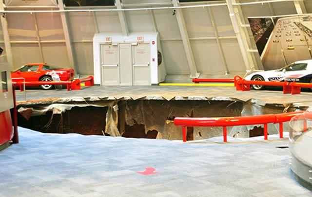 Lubang Besar di National Corvette Museum Telan 8 Mobil (Video)