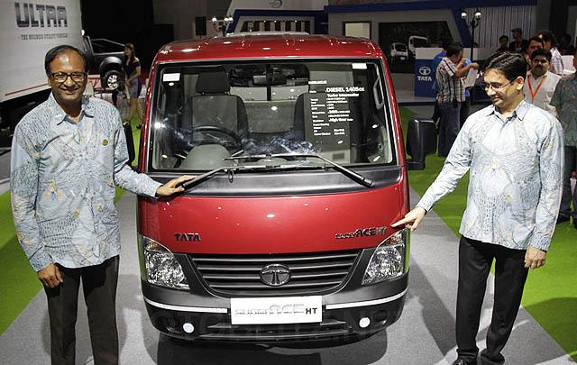 IIMS 2017, Tata Motors Bukukan Pesanan 66 Unit Kendaraan