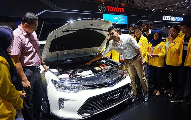 Toyota Perkenalkan Teknologi Mobil Ramah Lingkungan pada Mahasiswa