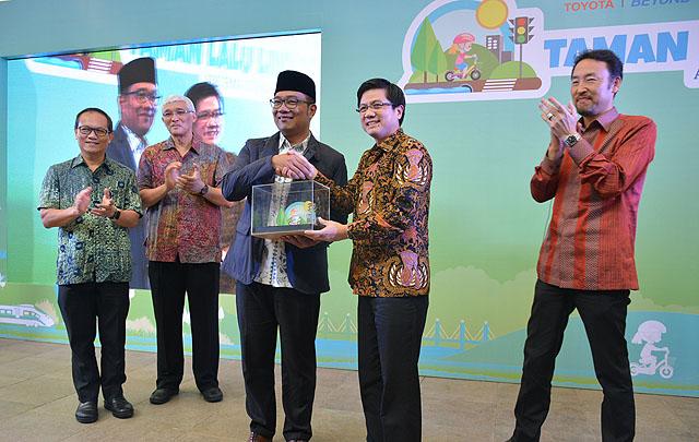 TAM & Ridwan Kamil Resmikan Taman Lalu Lintas Bandung
