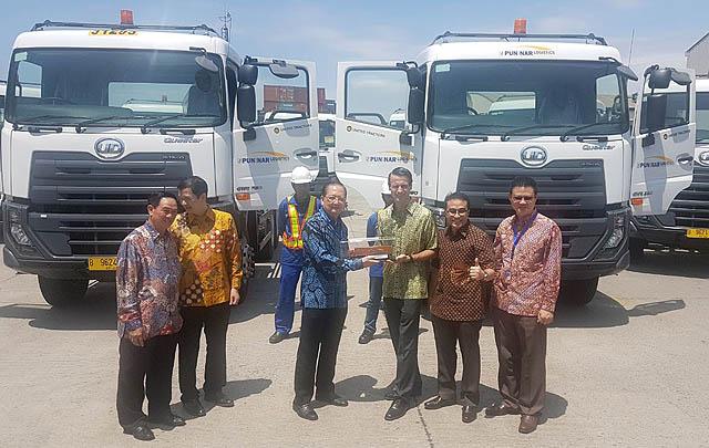 Serah Terima Unit Baru, UD Trucks Dukung Peningkatan Performa Logistik di Indonesia