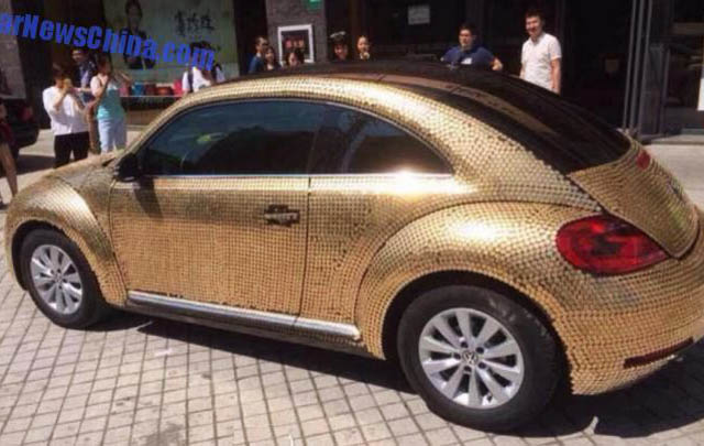 Unik! VW Beetle Ini Dilapisi 10.000 Koin Emas