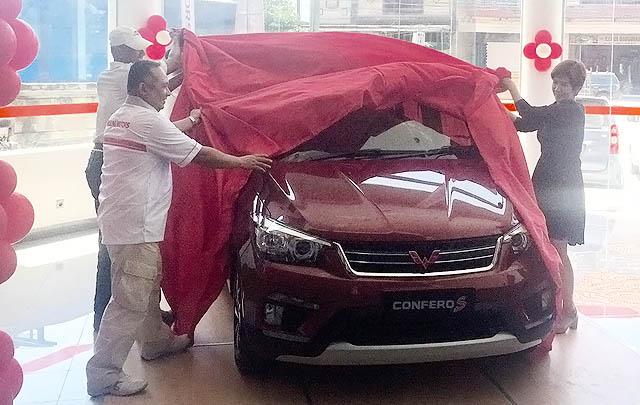 Wuling Motors Serah Terima Confero S Pertama pada Pelanggan