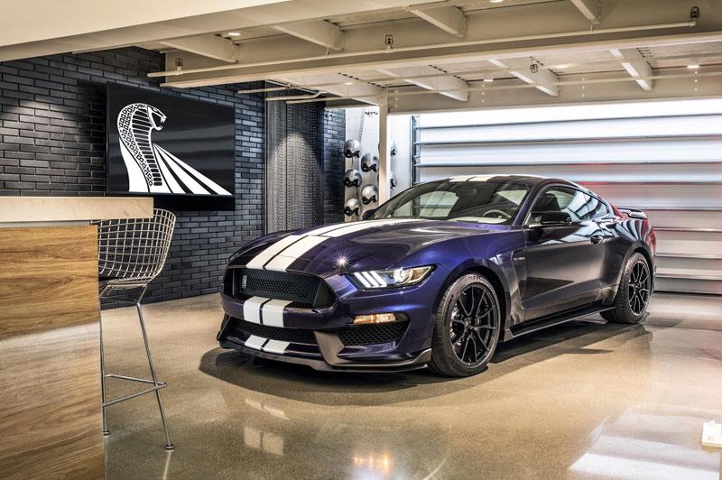 Ford Mustang Shelby GT350, Berani ke Sirkuit