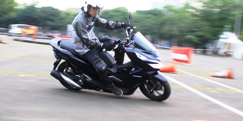 Honda PCX Hybrid Sudah Laku 100 Unit, Ini Lho Rasanya!