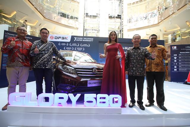 DFSK Glory 580 Menggoda Penggemar SUV di Bandung
