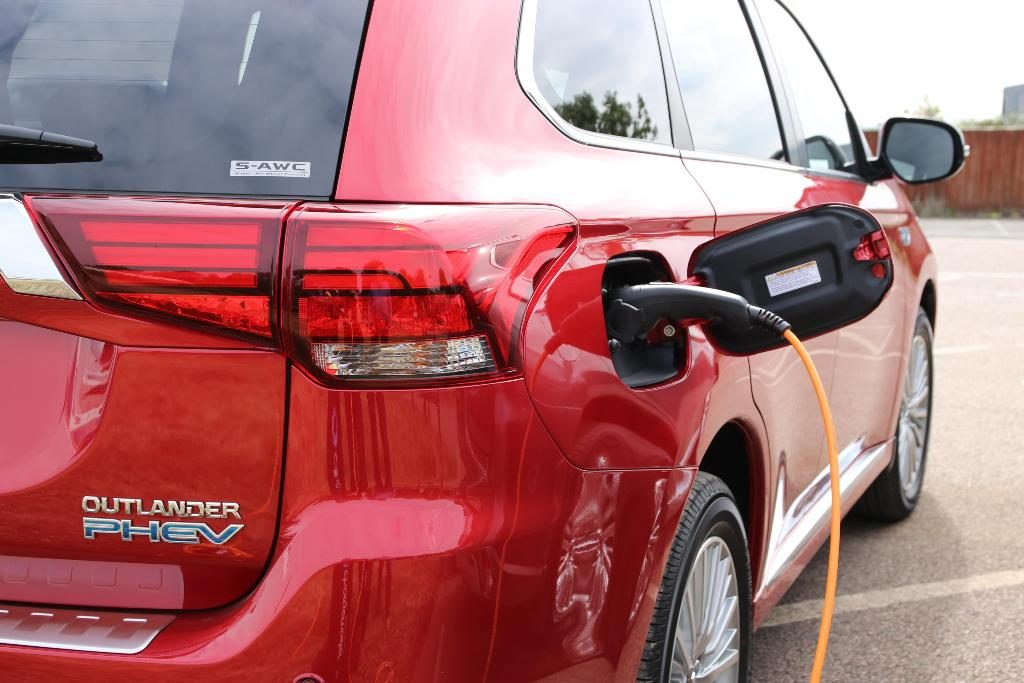 Mitsubishi Outlander PHEV, Ada yang Baru!