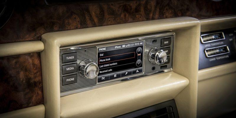 Head Unit Canggih dari Jaguar Land Rover Classic