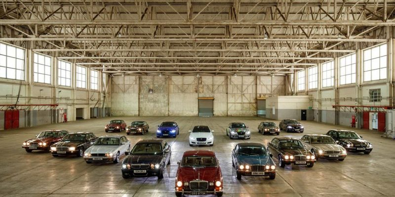 Konvoi Jaguar XJ Menuju Paris Motor Show